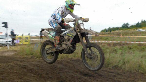 Dobry występ motocyklistów HAWI Racing Team w Piekoszowie. Patryk Kuleszo zakwalifikował się do ścisłej kadry narodowej enduro.