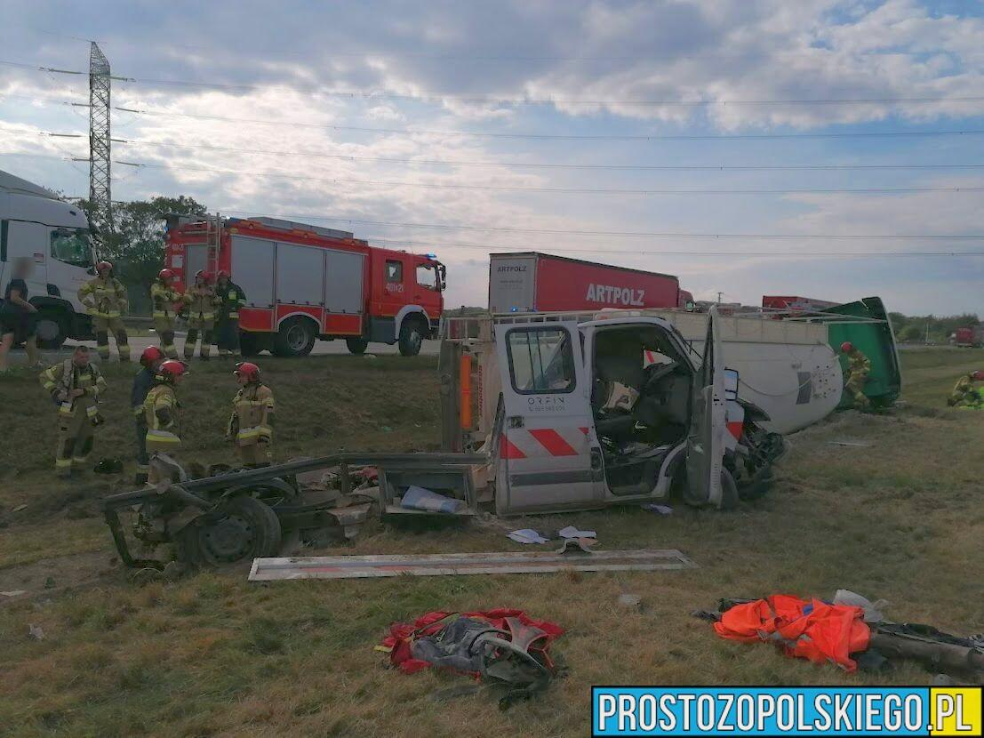 Samochód ciężarowy wjechał w obsługę autostrady na 199km kierunek Wrocław.(Zdjęcia)