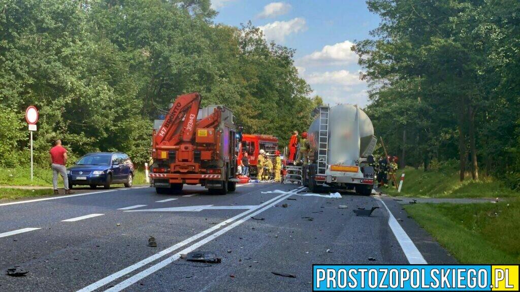 Czołowe zderzenie dwóch ciężarówek na dk46 w Dąbrowie.(Wideo)