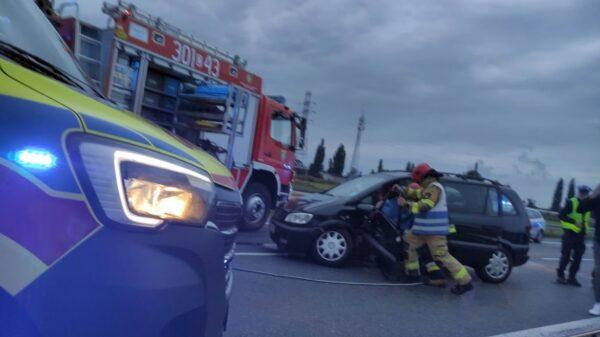 Kierująca autem 73-latka zawracała na obwodnicy Opola. Dwie kierujące kobiety trafiły do szpitala.(Zdjęcia&Wideo)