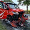 Z ciężarówki odkręciło się koło i uderzyło w jadącą z naprzeciwka lawetę.(Zdjęcia)