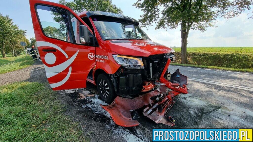 Z ciężarówki odkręciło się koło i uderzyło w jadącą z napięciowa lawetę.(Zdjęcia)