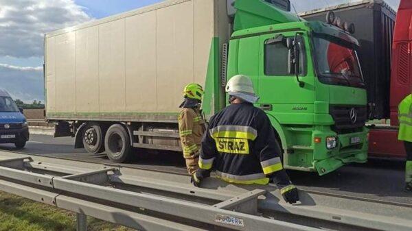 Wypadek na autostradzie A4.Kierowca ciężarówki miał ponad 2 promile.(Zdjęcia)