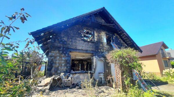 Pożar budynku w Zdzieszowicach .Jena osoba została poszkodowana.(Zdjęcia)