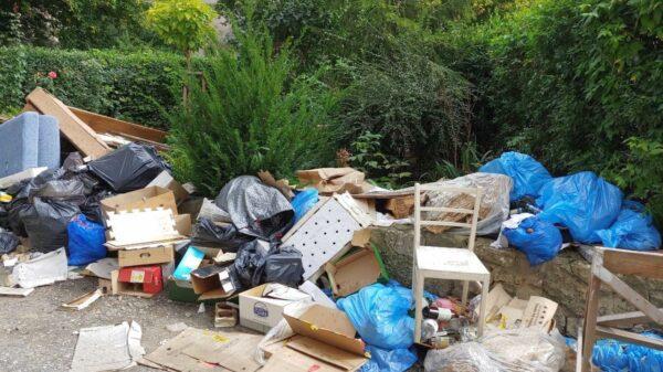 Sterty śmieci zalegają w centrum Opola.(Zdjęcia)