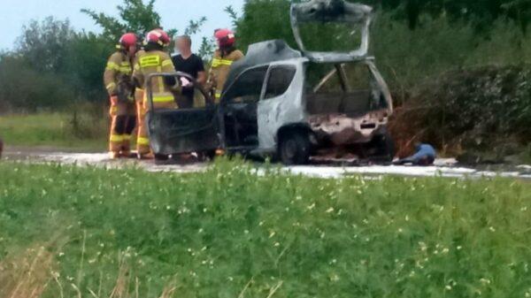 Pożar auta w powiecie brzeskim.(Zdjęcia)