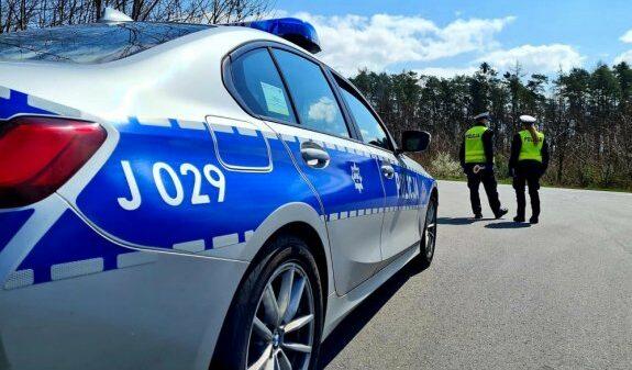 39-latek kierowca bmw stracił prawo jazdy za zbyt szybka jazdę.