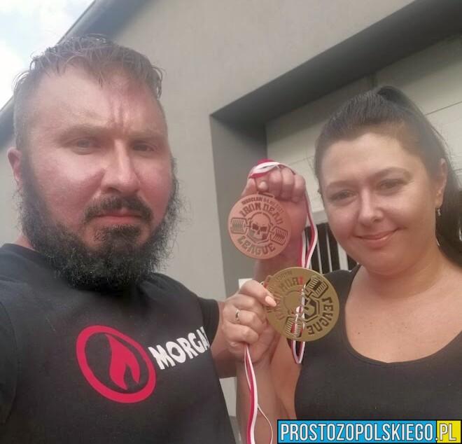 Małżeństwo z pasją do sportów siłowych znów na podium.(Zdjęcia)