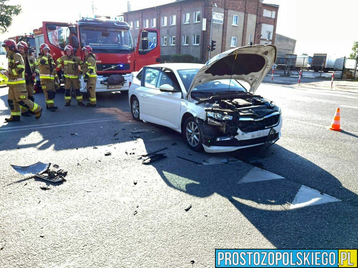 Zderzenie dwóch aut na skrzyżowaniu Niemodlińska-Dambonia w Opolu.(Zdjęcia)