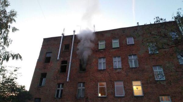 Pożar mieszkania w Prudniku. Na miejscu było 9 zastępów straży.(Zdjęcia)