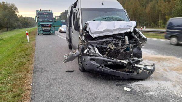 Wypadek na autostradzie A4.Bus wjechał w tira,5 osób poszkodowanych.(Wideo)