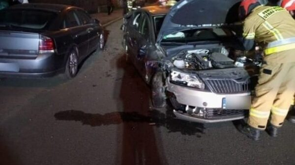 Kierujący autem 46-latek miał blisko 3 promile i zniszczył 4 zaparkowane samochody.
