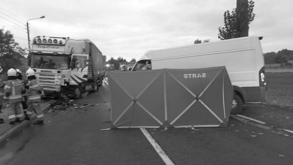 Nie żyje kierowca z busa po zderzeniu z ciężarową scanią na DK42 w miejscowości Jaworzno.(Zdjęcia)