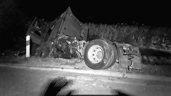 Poważny wypadek na obwodnicy Grodkowa. Jedna osoba nie żyje.(Zdjęcia)