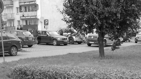 Zwłoki kobiety znalezione w bmw na parkingu w Brzegu.(Zdjęcia)