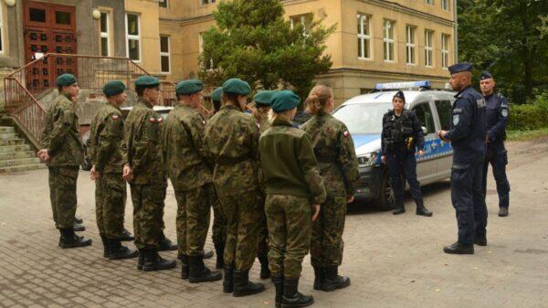 Policjanci z Kędzierzyna-Koźla spotkali się z uczniami klas mundurowych.