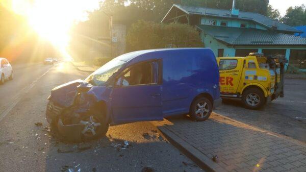 Zderzenie ciężarówki z osobówką na DK45 w Krapkowicach. Jedna osoba zabrana do szpitala.