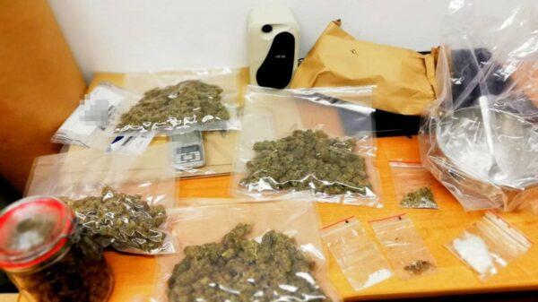18-latek aresztowany. Posiadał ponad pół kilograma narkotyków. Czarnorynkowa wartość wynosi około 20 tysięcy złotych.