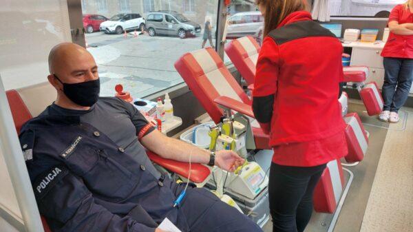 Opolscy policjanci Oddali krew dla dzieci i młodzieży - ofiar wypadków drogowych.